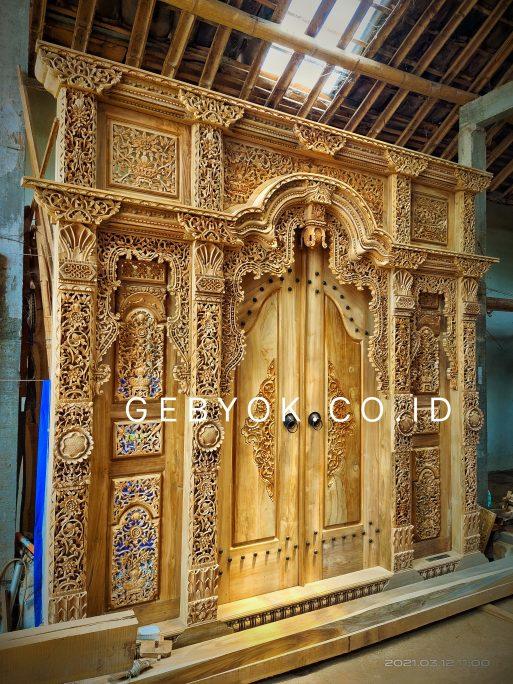 Pintu Gebyok 3 meter krawangan Motif Kudusan